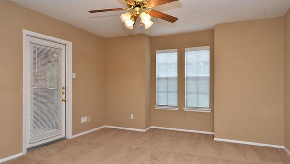 Bedroom at Listing #138684