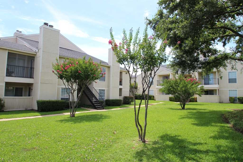 Exterior at Listing #135985