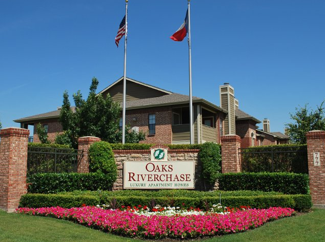 Oaks Riverchase Apartments Coppell TX