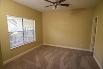 Bedroom at Listing #295770