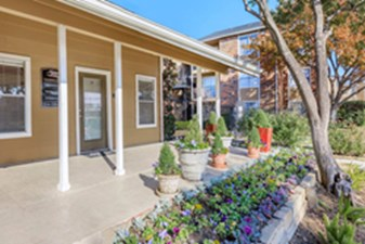 Exterior at Listing #136028
