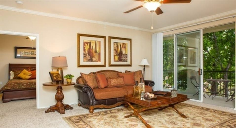 Living Room at Listing #137592