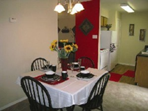 Dining at Listing #138992