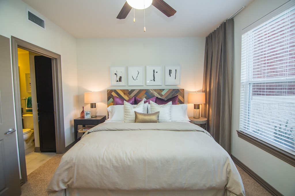 Bedroom at Listing #243612