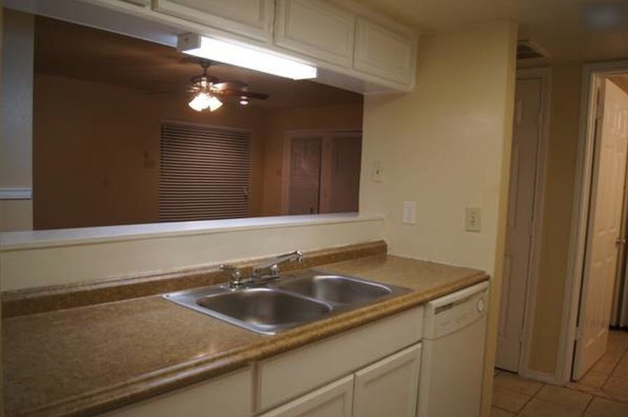 Kitchen at Listing #282760