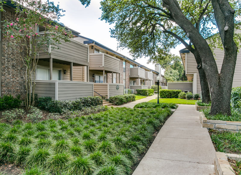 Exterior at Listing #136611