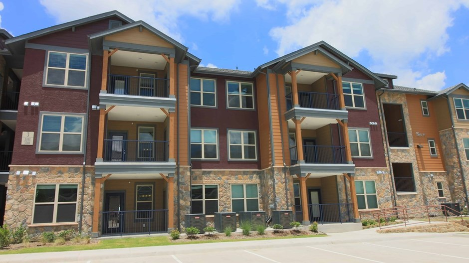 Bellwether Ridge Apartments