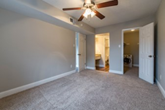 Bedroom at Listing #136375