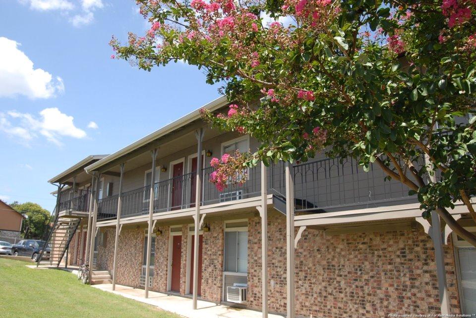 English Aire Apartments Austin TX