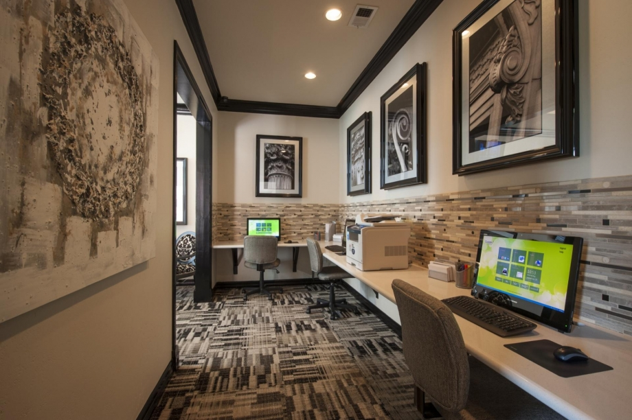 Business Center at Listing #140072