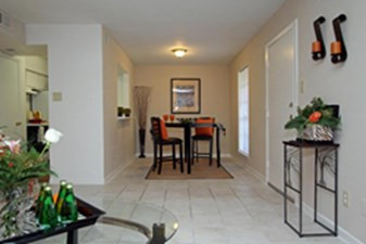 Dining at Listing #139840