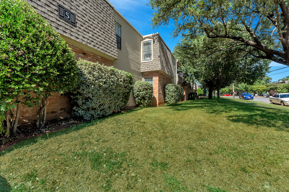 Exterior at Listing #136928