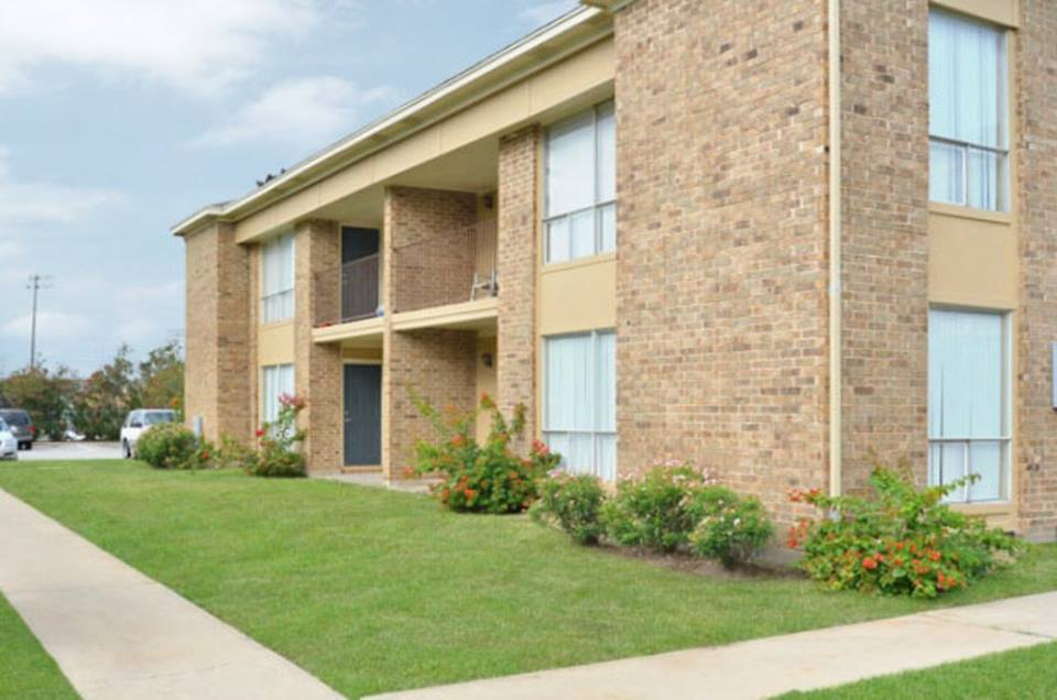 Exterior at Listing #139142