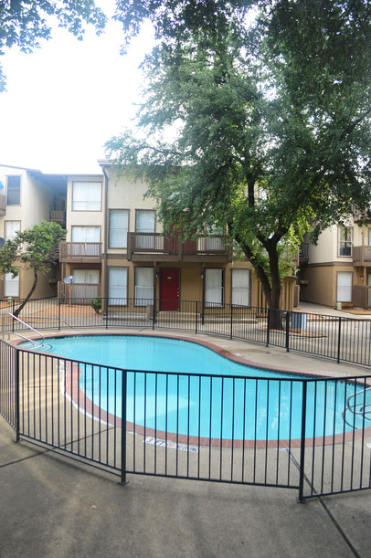 Pool at Listing #136512