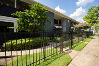 Exterior at Listing #139552