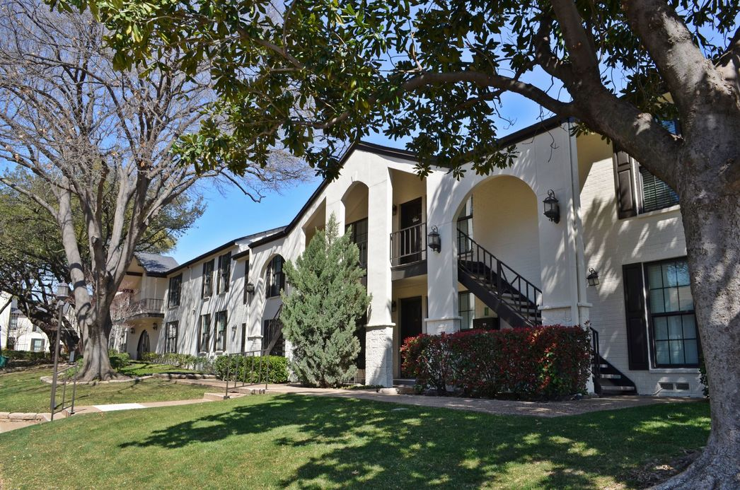 Exterior at Listing #136627