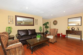Living Room at Listing #139497