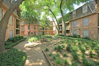 Courtyard at Listing #139825