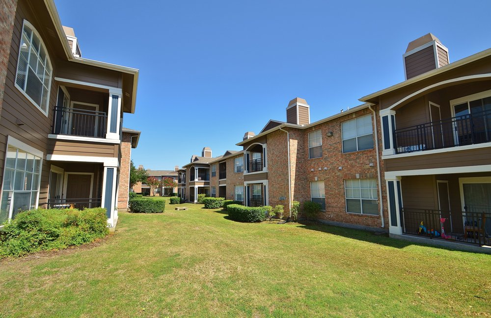Exterior at Listing #137628