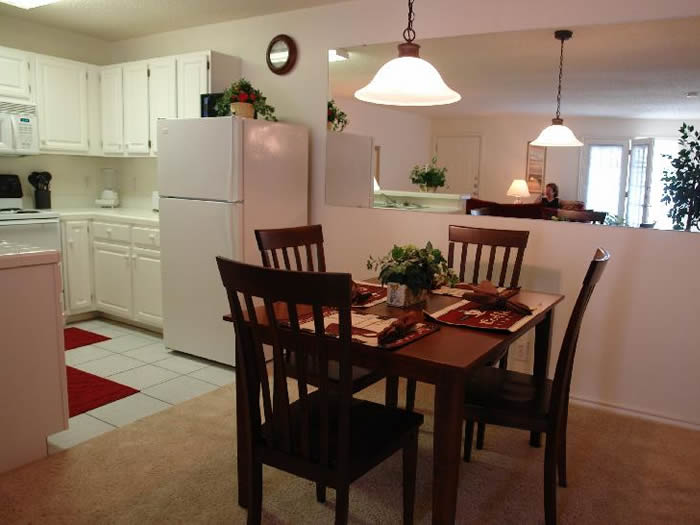 Dining at Listing #141435
