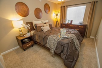 Bedroom at Listing #135821
