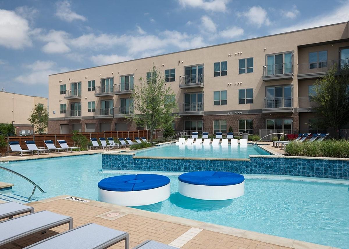 Pool at Listing #281376