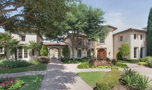 Estancia Townhomes Apartments Dallas TX