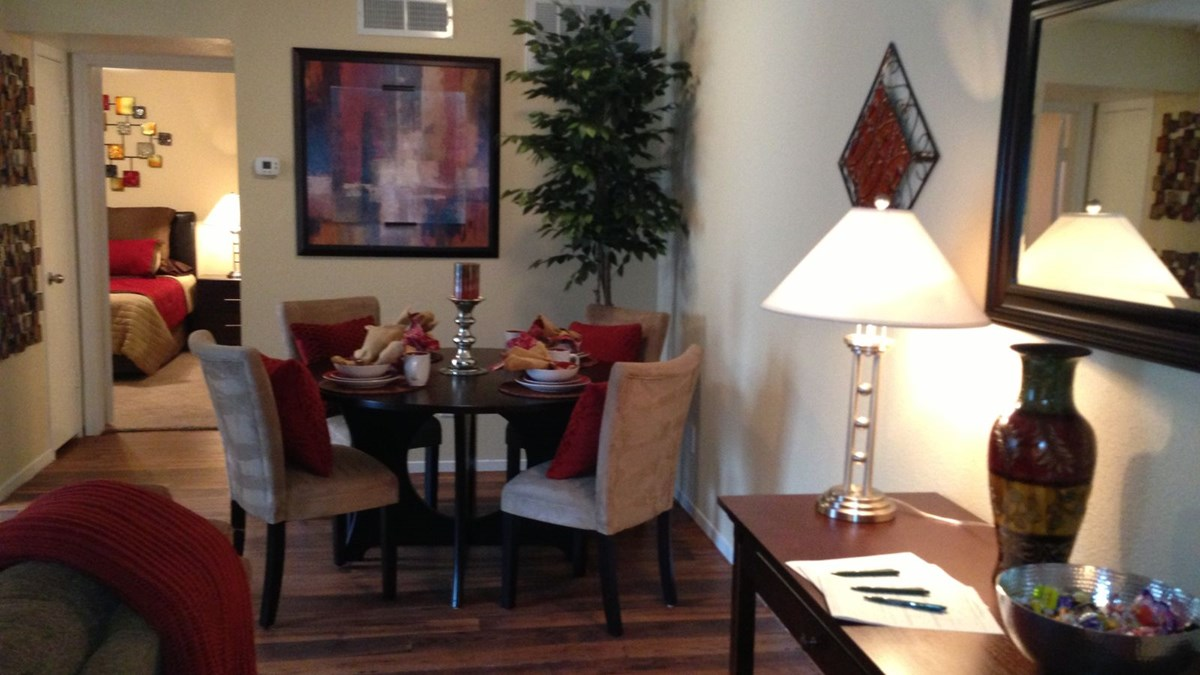 Dining at Listing #138376