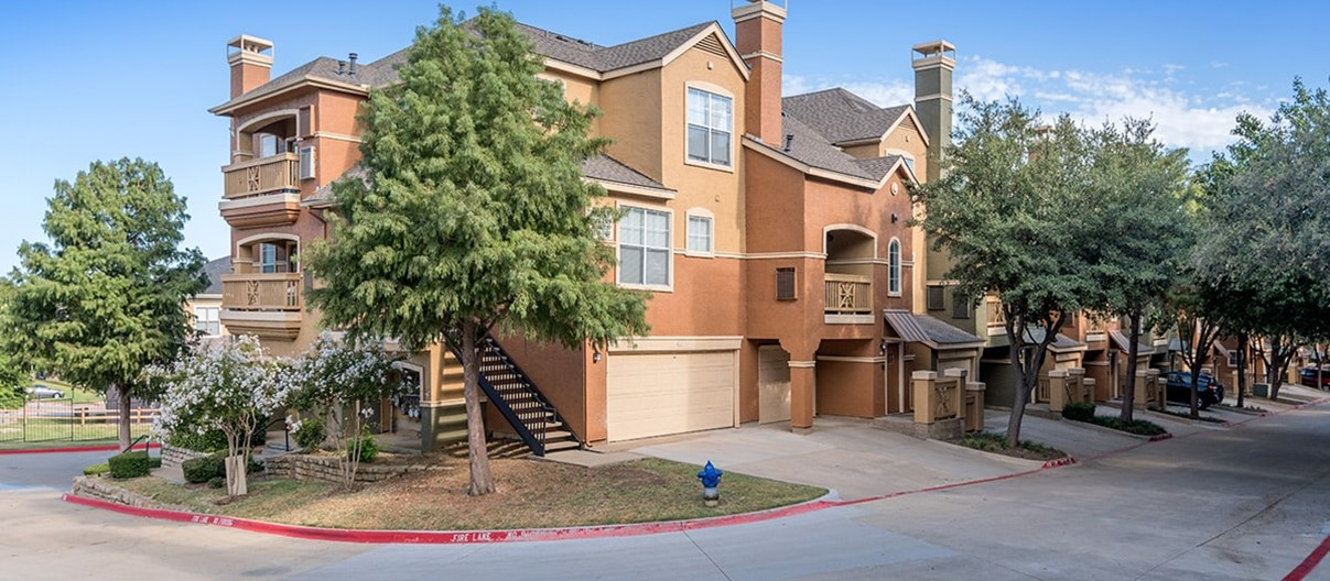 Colonial Grand at Valley Ranch Apartments