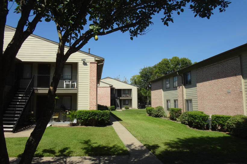 Exterior at Listing #139132