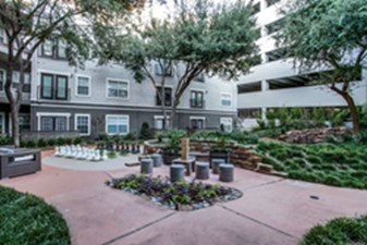 Courtyard at Listing #137797