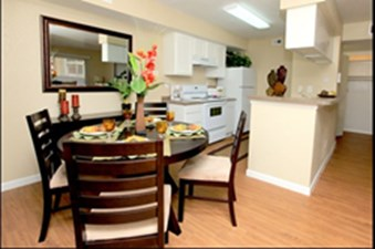 Dining at Listing #139950