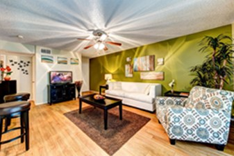 Living Area at Listing #140998