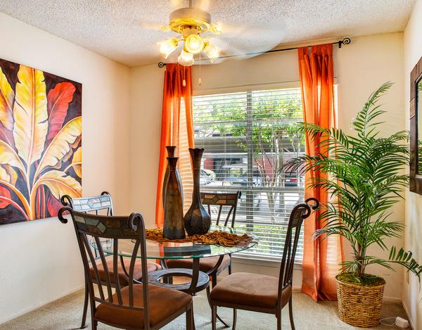 Dining at Listing #135794