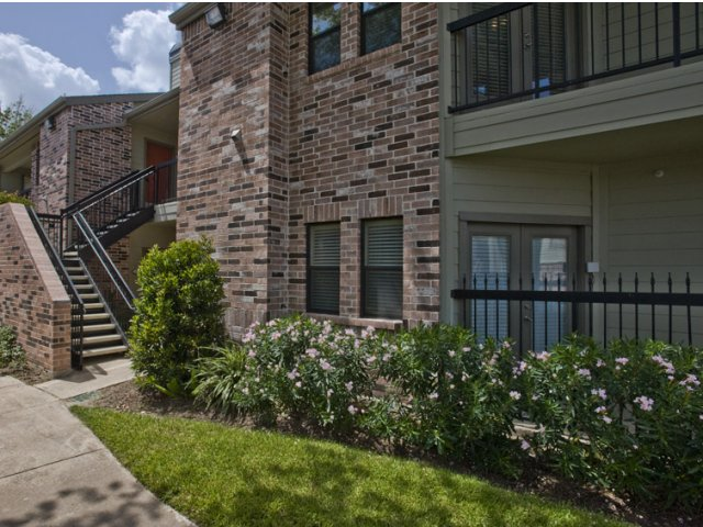 Exterior at Listing #139503