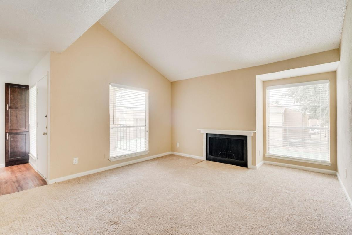 Living at Listing #135819