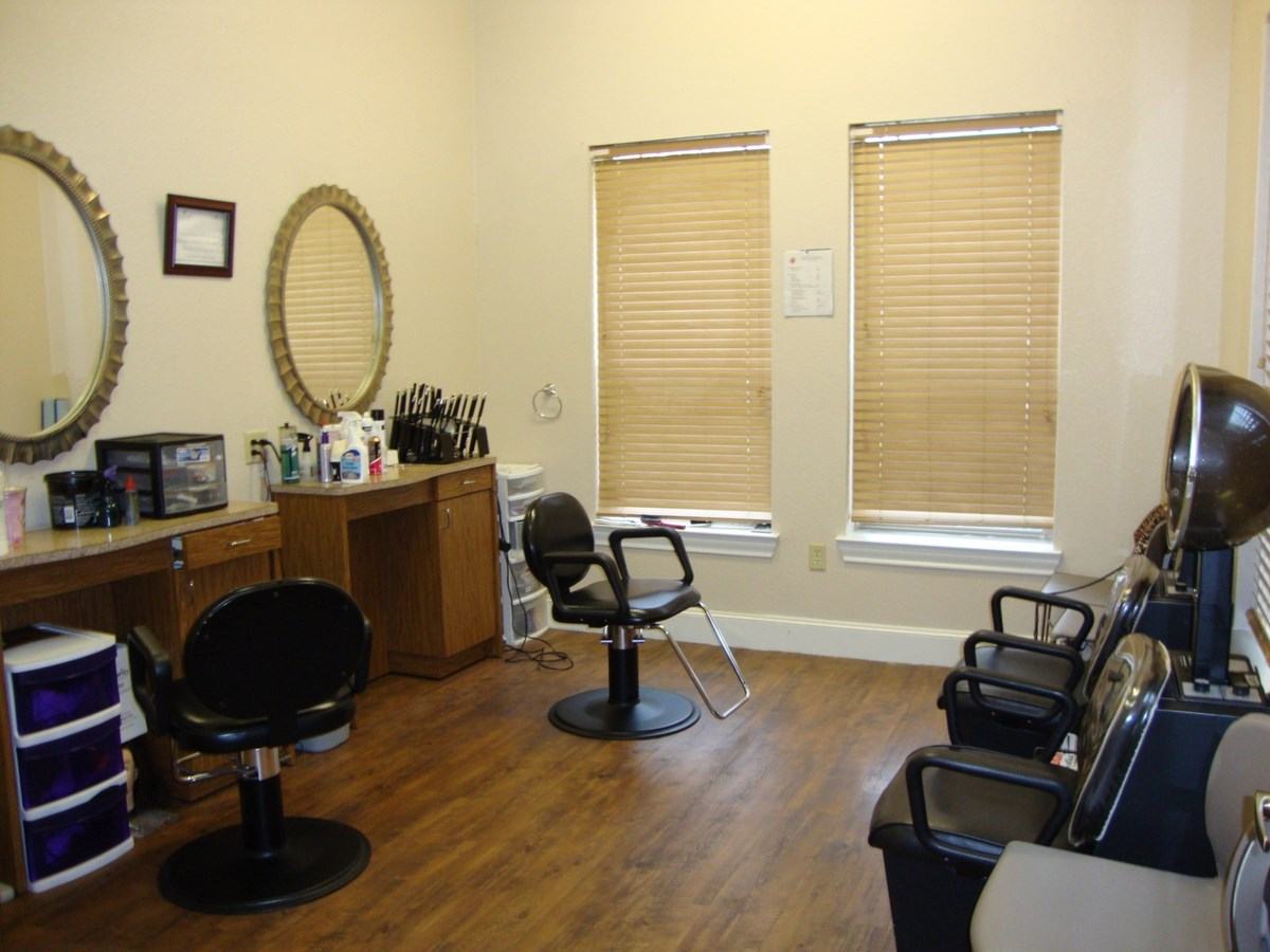 Salon at Listing #144089