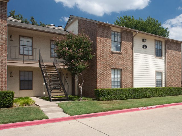 Summer Villas Apartments Dallas TX