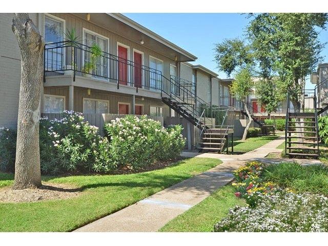 Braeswood Oaks Apartments Houston, TX