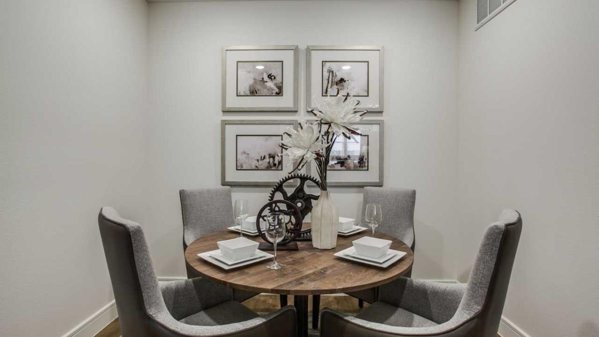 Dining at Listing #227503
