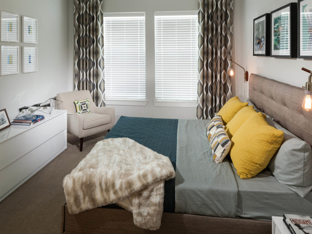 Bedroom at Listing #252378