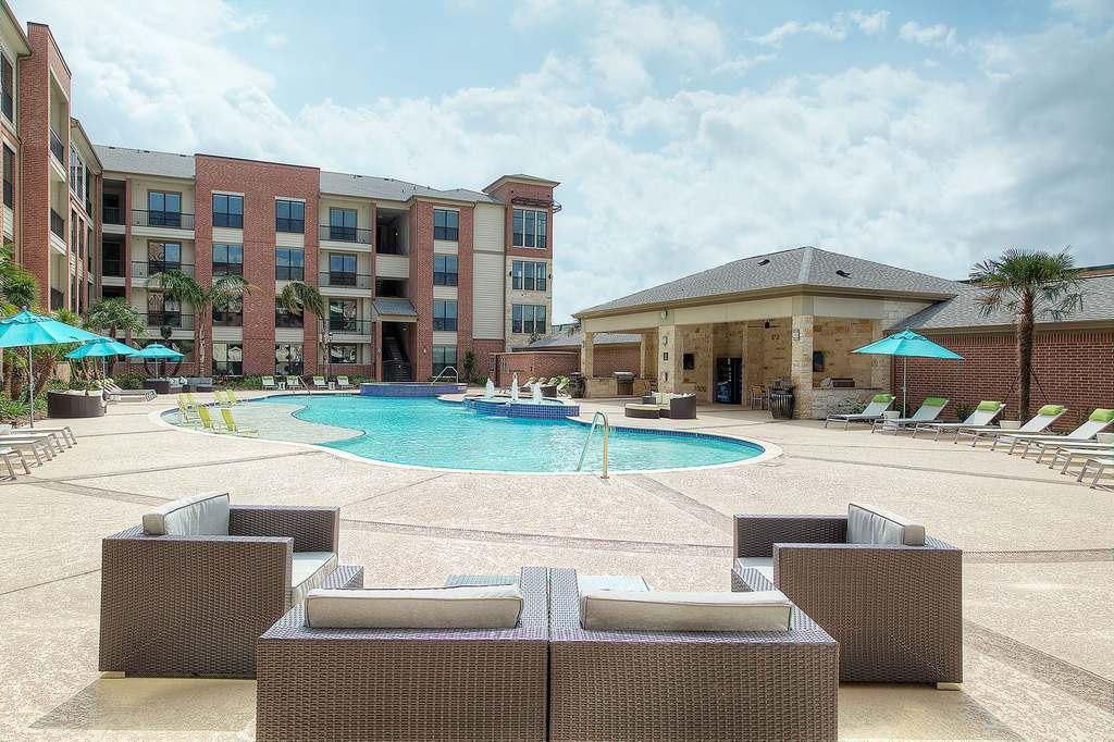 Pool at Listing #276885
