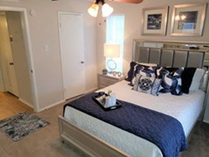 Bedroom at Listing #140414