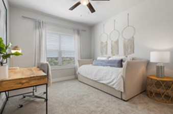 Bedroom at Listing #312272