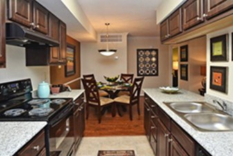 Dining/Kitchen at Listing #139000