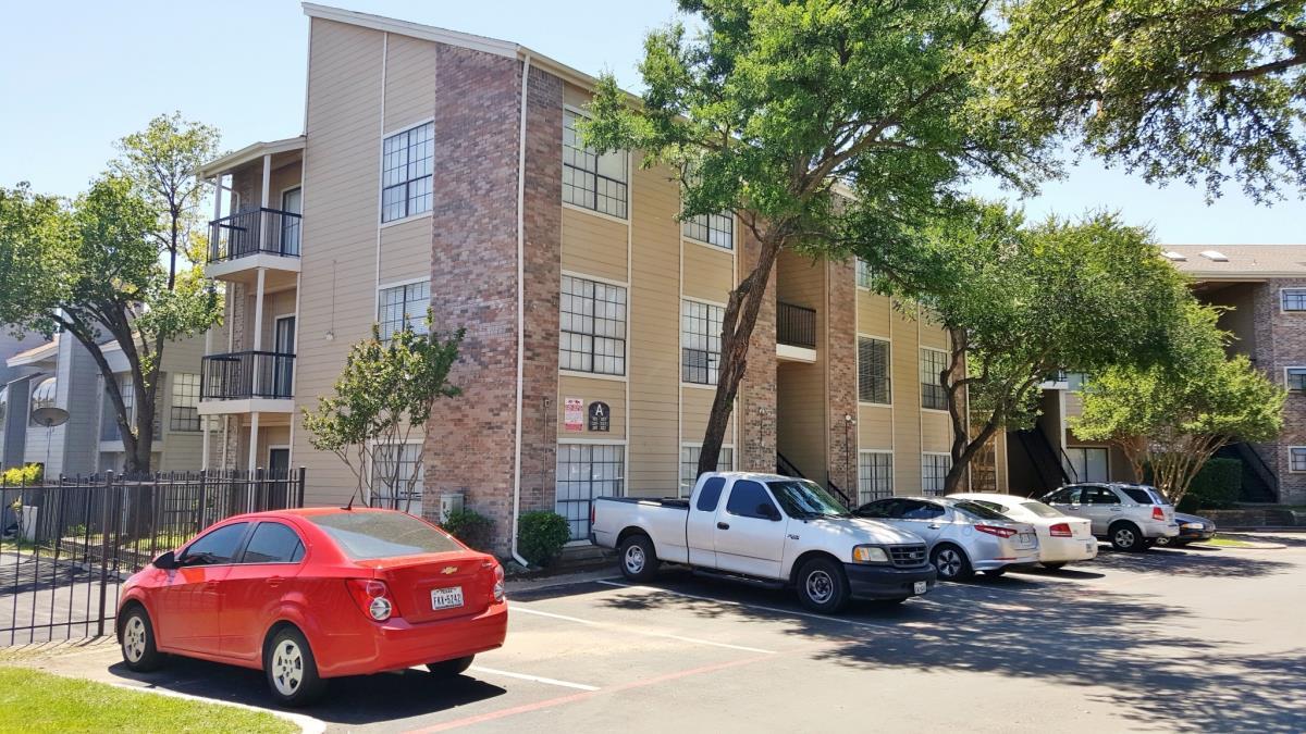 Wyndham on the Creek ApartmentsDallasTX