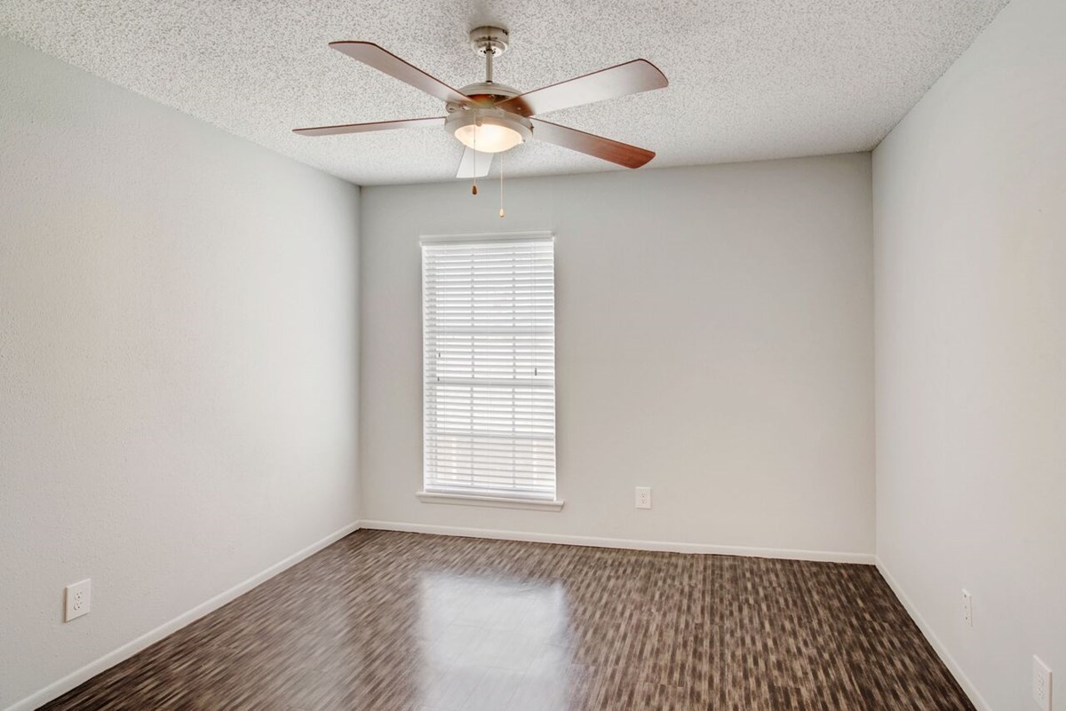 Bedroom at Listing #141171