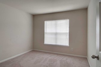 Bedroom at Listing #140008