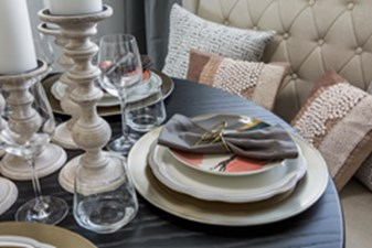 Dining at Listing #153076