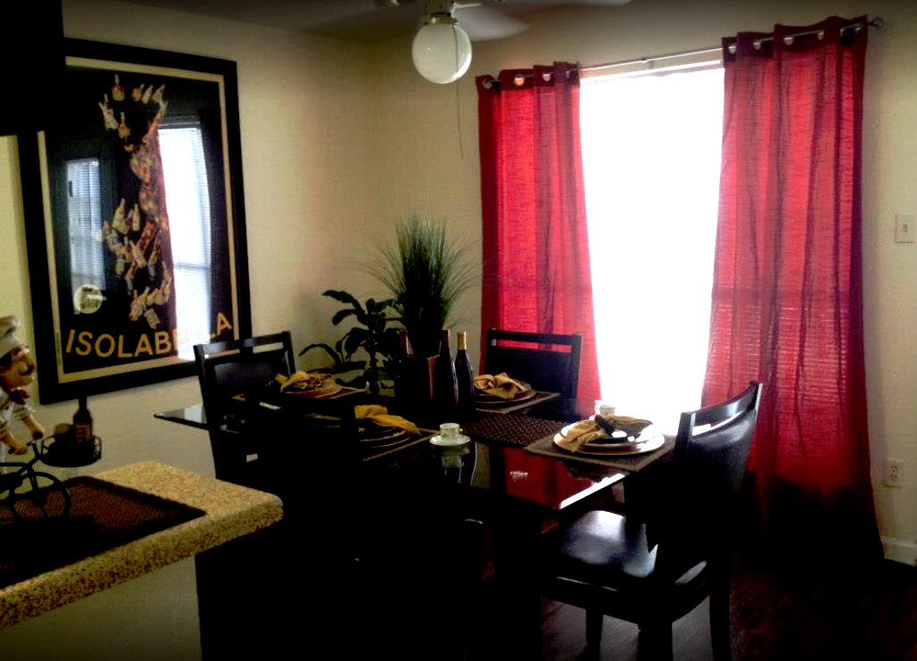 Dining at Listing #139947